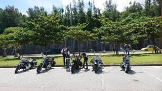 バイク正面5台背景緑.jpg